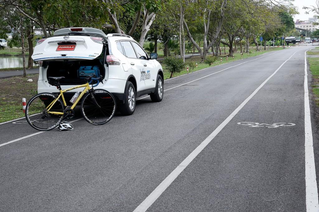 Back Nissan X-trail Hybrid