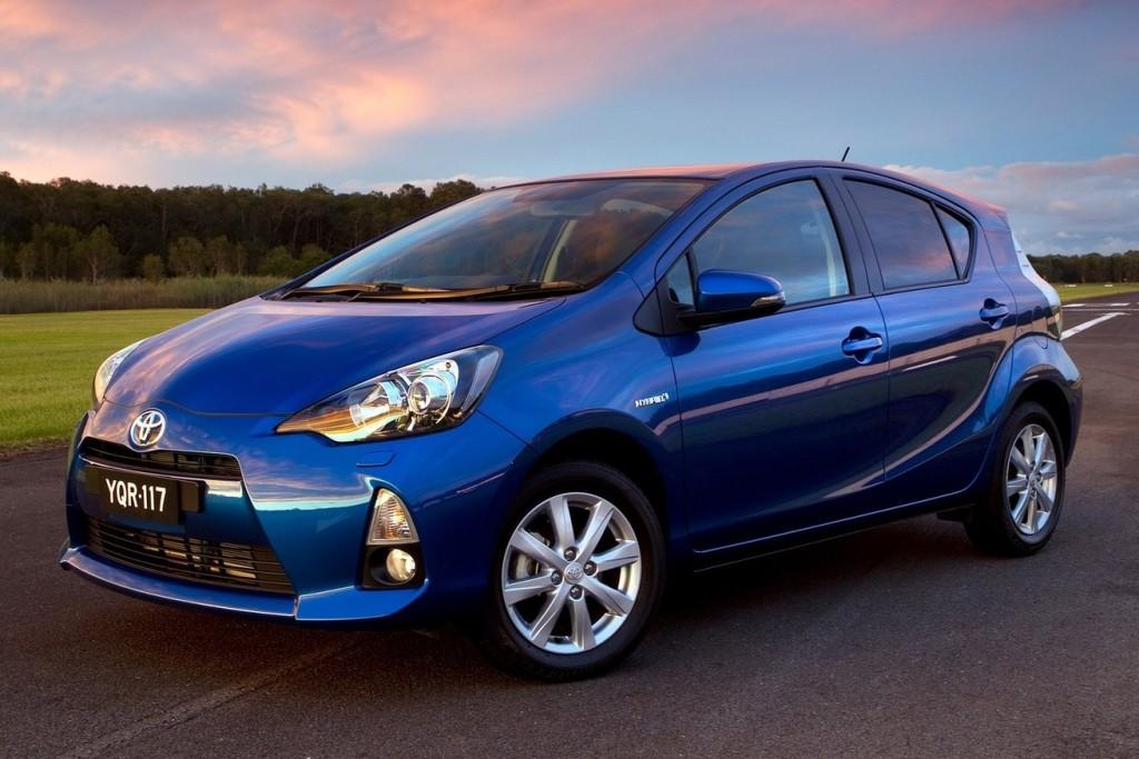 Toyota-Prius_C-2012-1600-05