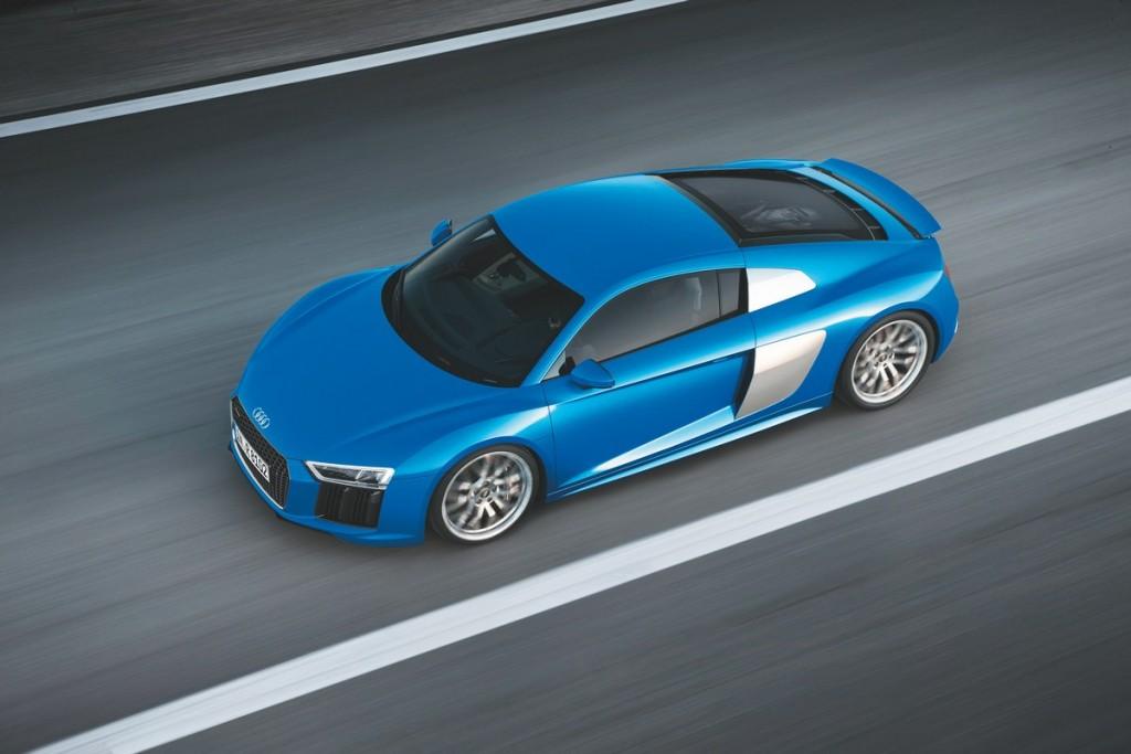 Fahraufnahme    Farbe: Arablau    Verbrauchsangaben Audi R8:Kraftstoffverbrauch kombiniert in l/100 km: 12,4 ? 11,8; CO2-Emission kombiniert in g/km: 289 - 275