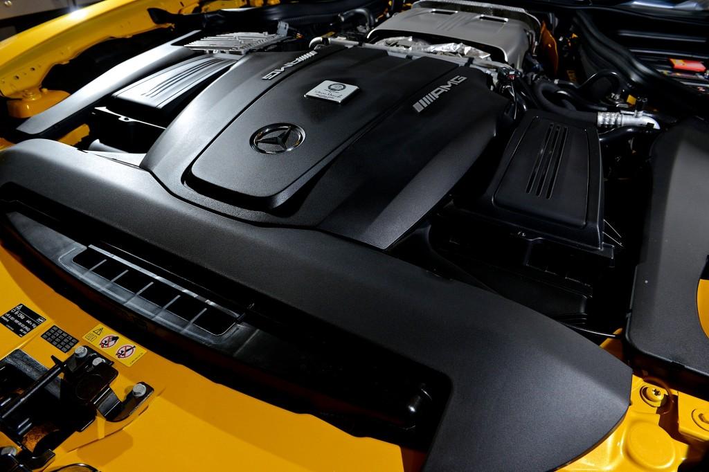 พี่น้องลองรถ AMG GT S