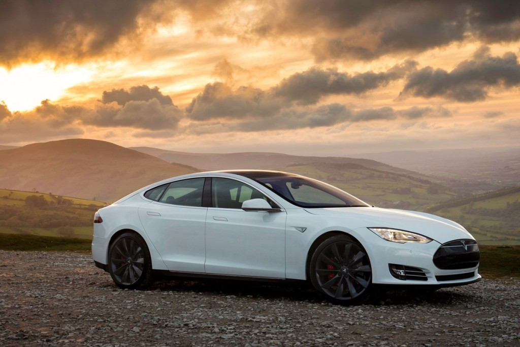 TESLA MODEL S รถพลังงานไฟฟ้าขนาดใหญ่ แต่ลุยน้ำได้ซะงั้น !?