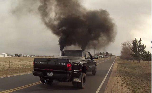 pickup-truck-rolling-coal_100476001_m