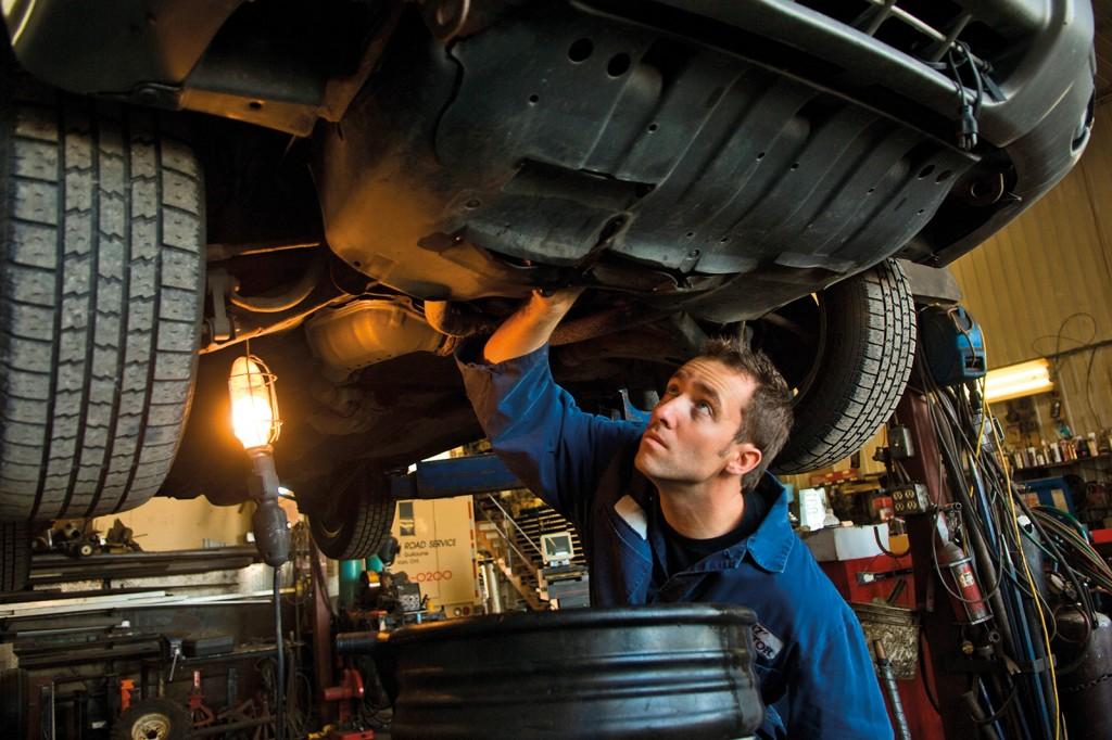guy-fixing-car