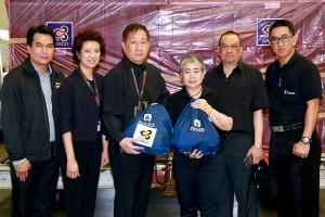 วิริยะประกันภัยฯ จับมือการบินไทย ส่งถุงยังชีพช่วยชาวใต้