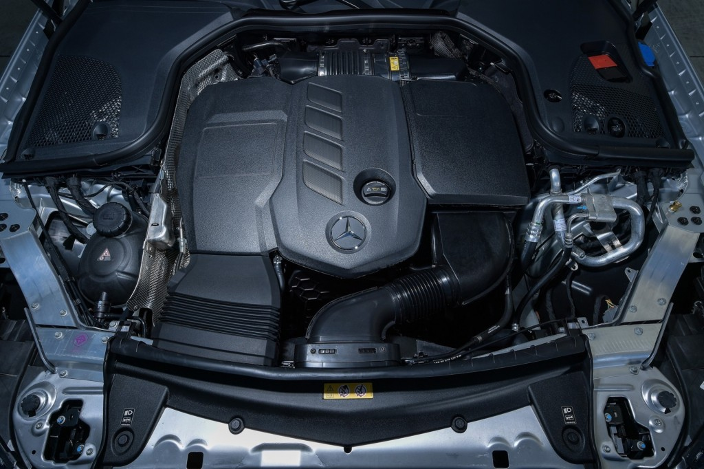 E 220 d AMG Dynamic_interior_1