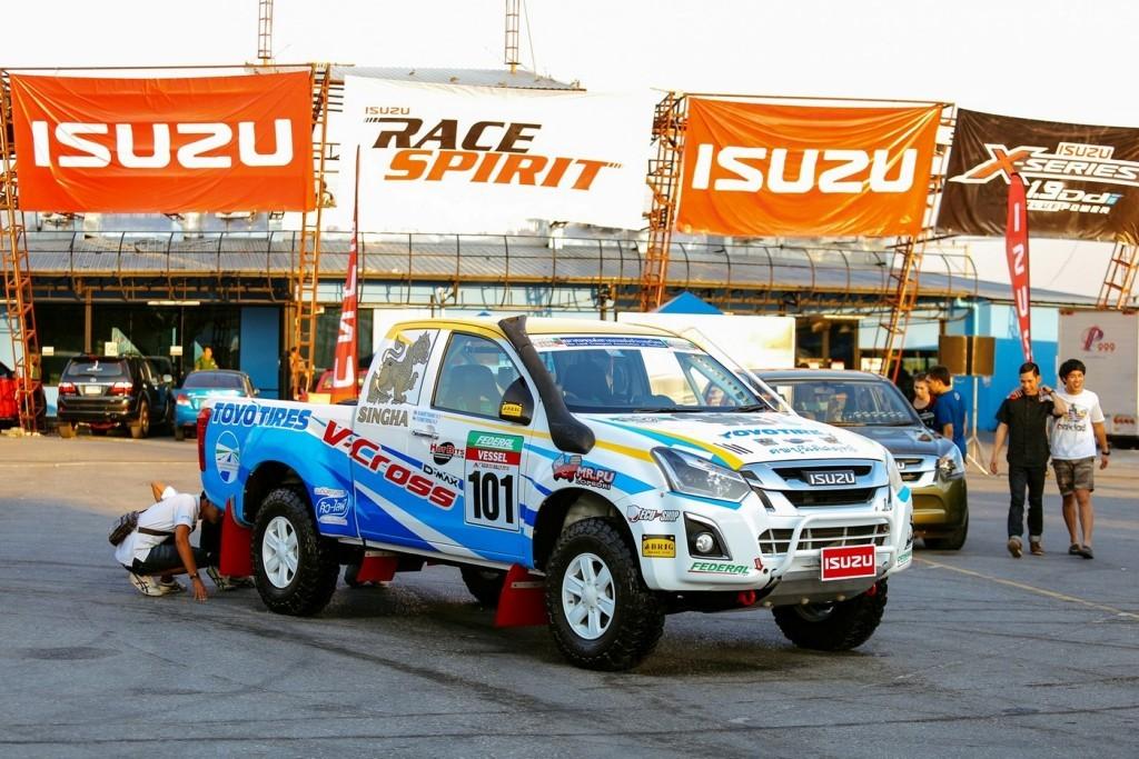 อีซูซุดีแมคซ์ บลูเพาเวอร์ วี-ครอส 4x4 ที่คว้า 6 รางวัล ในรายการ Asia Cross Country Rally 2016