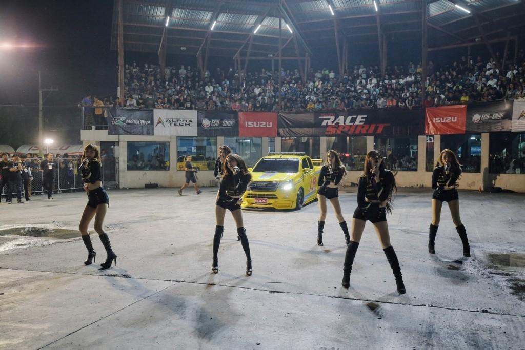 โชว์ Cover Dance จากวง One 9 Stand