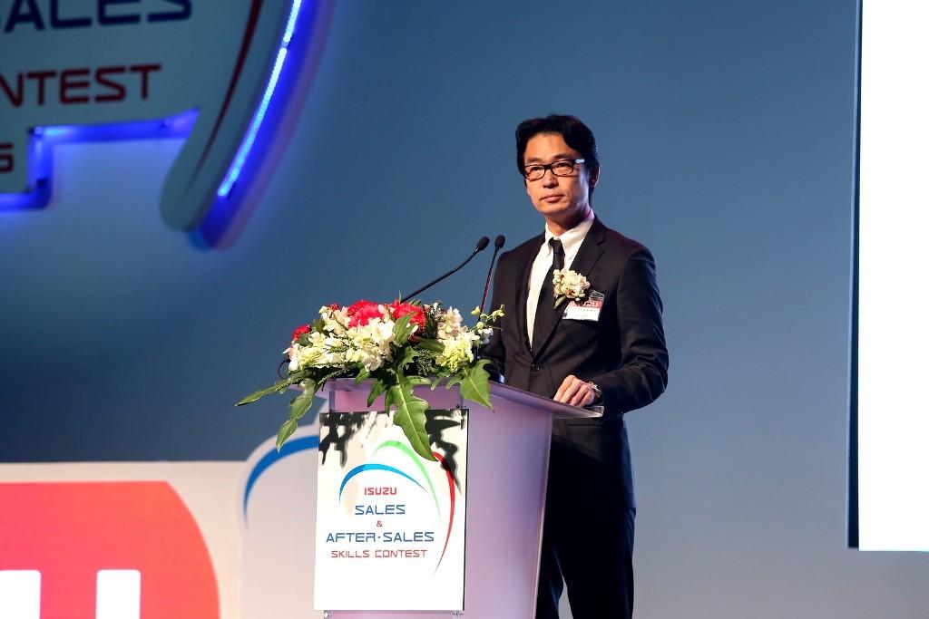 มร.โทชิอากิ มาเอคาวะ กรรมการผู้จัดการ บริษัท ตรีเพชรอีซูซุเซลส์ จำกัด 2