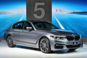 เปิดตัวและราคากันไปเลย BMW 5-Series รุ่นใหม่ล่าสุด รูปทรงราวกับ 7-Series ย่อส่วน !!