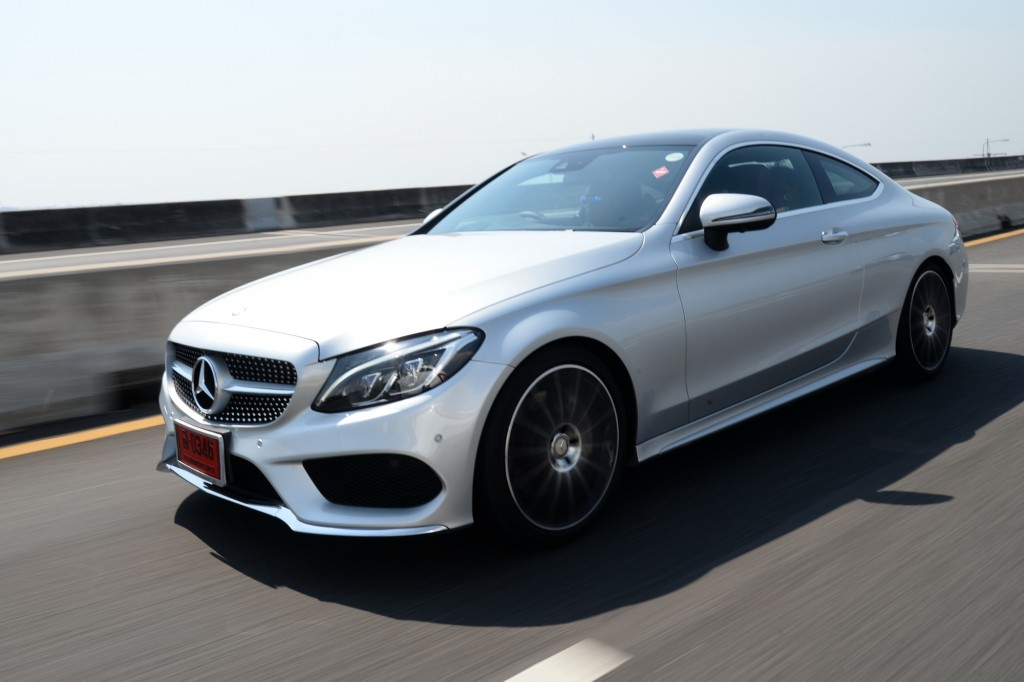C 250 Coupe AMG Dynamic_Silver_Running (1)