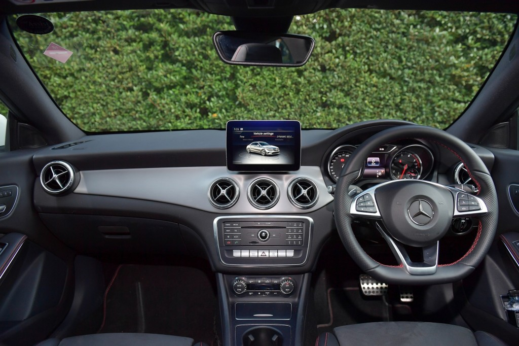 CLA 250 AMG Dynamic_White_Interior (1)