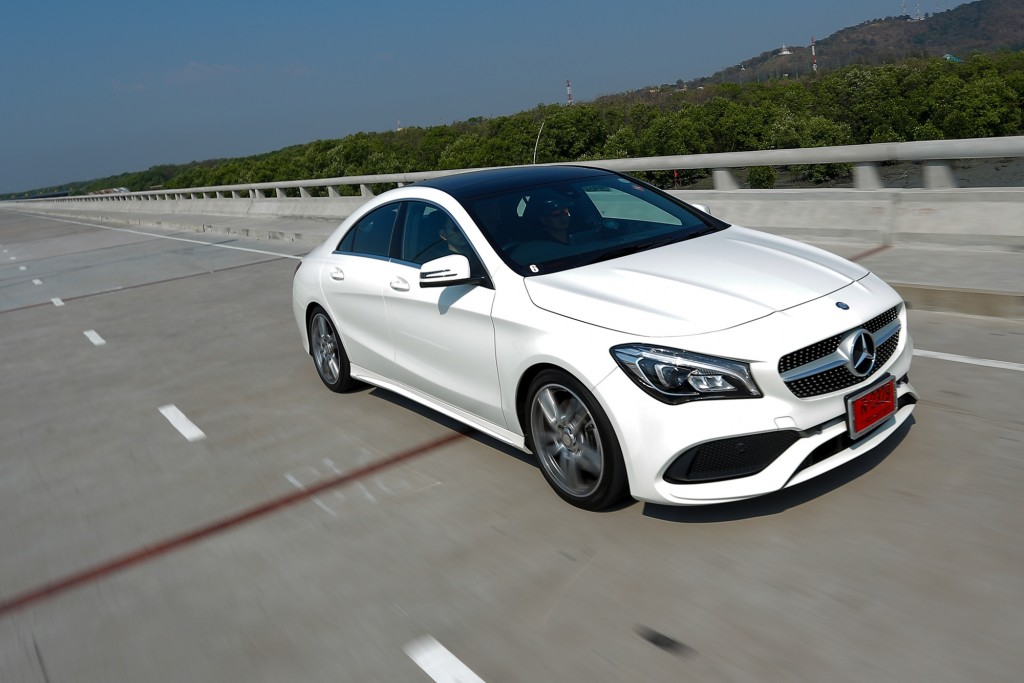 CLA 250 AMG Dynamic_White_Running (1)