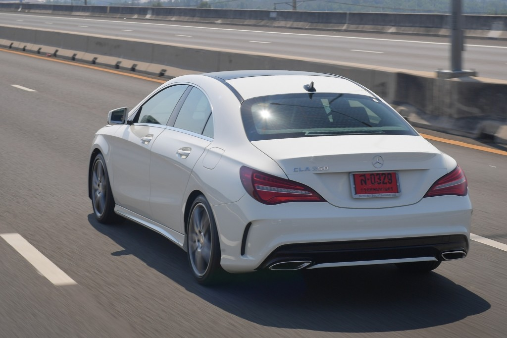 CLA 250 AMG Dynamic_White_Running (3)
