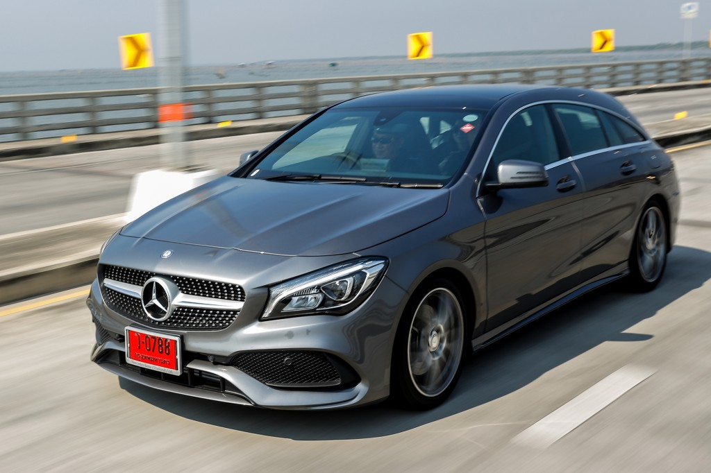 CLA 250 Shooting Brake AMG Dynamic_Grey_Running (10)