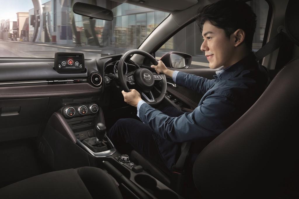Mazda2_10
