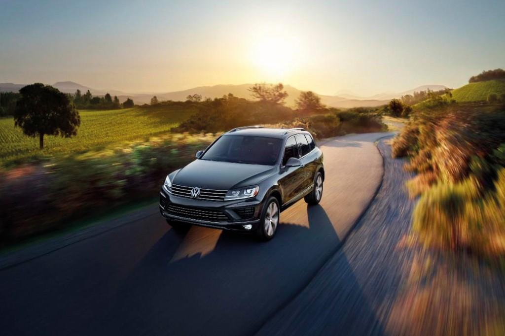 2017_Volkswagen_Touareg_SUV_0006