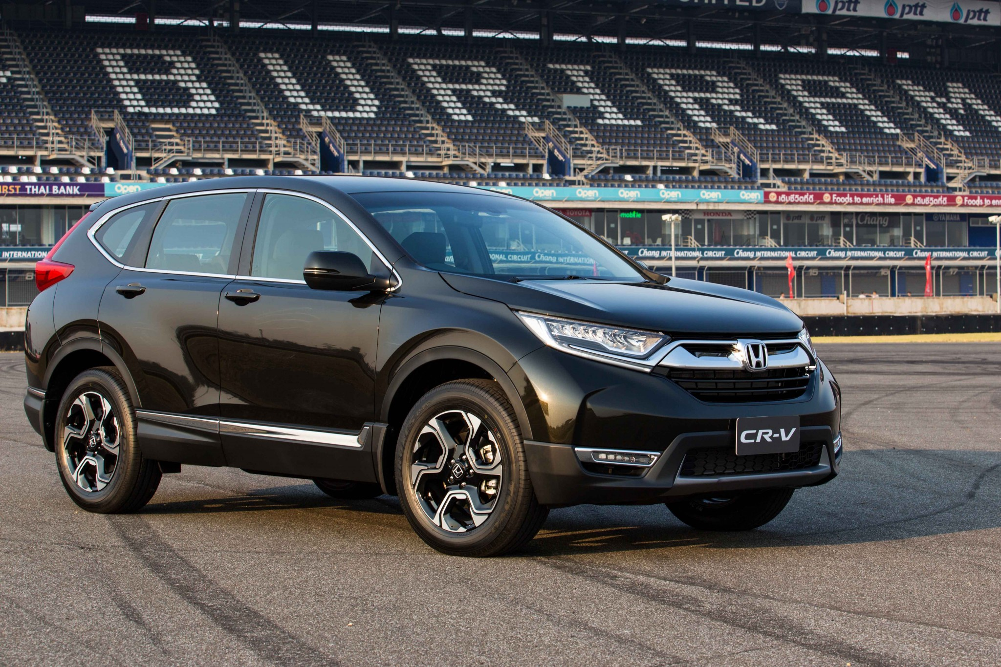 photos and first impressions of the diesel powered honda cr v w 12 photos philippine car. Black Bedroom Furniture Sets. Home Design Ideas