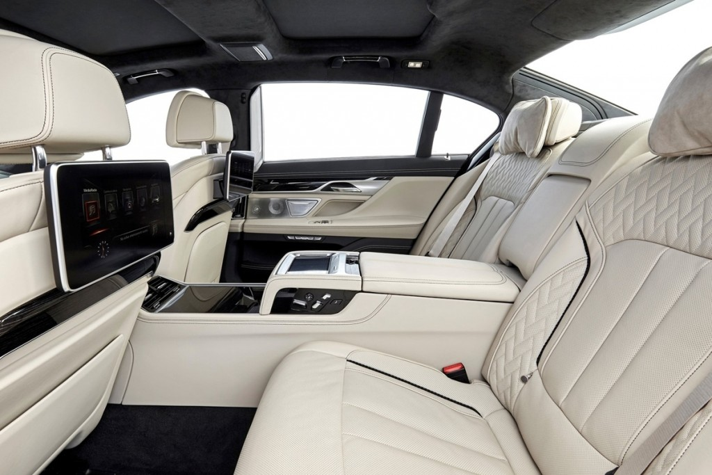 BMW-M760Li_xDrive-2017-1600-95