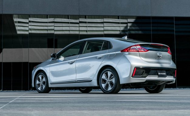2017-Hyundai-Ioniq-Electric-116-626x383