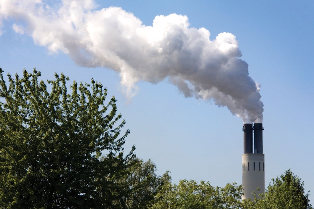 Berlin-_An_electricity_power_plant_smokestack_in_-_3982