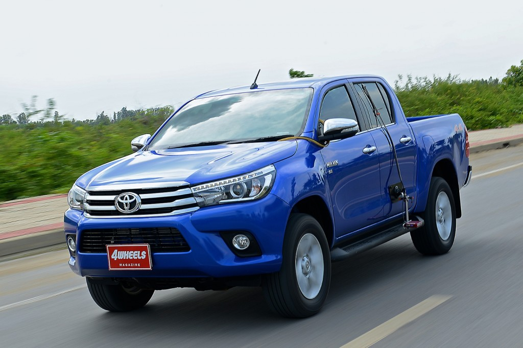 TOYOTA-HILUX-REVO-DOUBLE-CAB-4X4-2.8G-AT-12