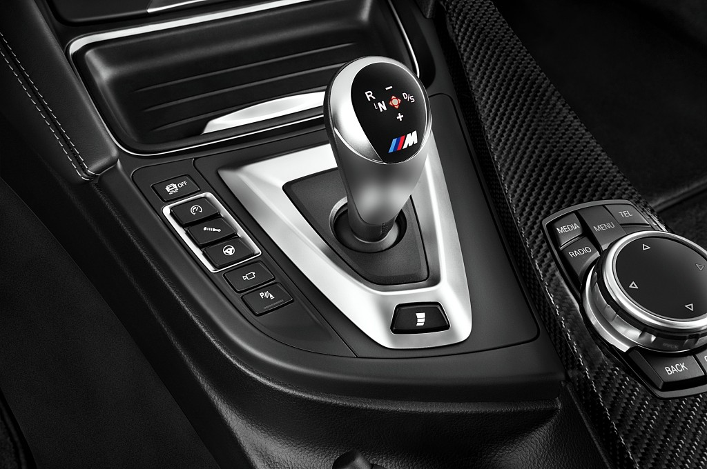 2017-bmw-m4-base-coupe-gear-shift