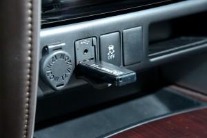 วิธีเชื่อมต่อ Iphone และ Mp3 กับวิทยุในรถ