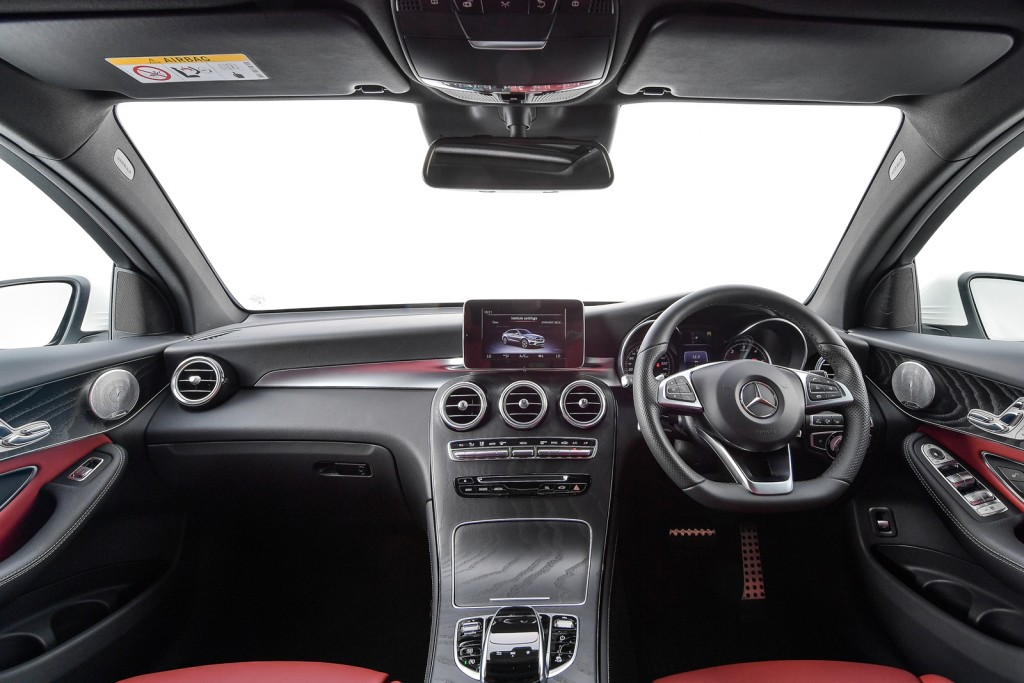 GLC 250 d 4MATIC Coupé AMG Plus_Interior (1)