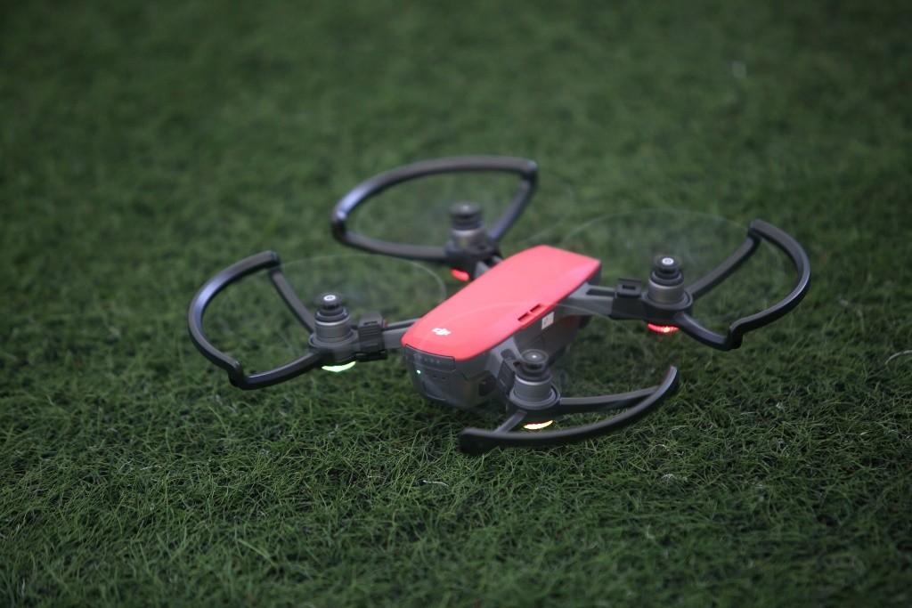 Spark mini drone (red) (1)