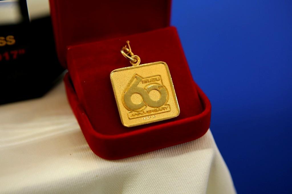 จี้ทองคำ 60 ปีอีซูซุมูลค่า 20,000 บาท