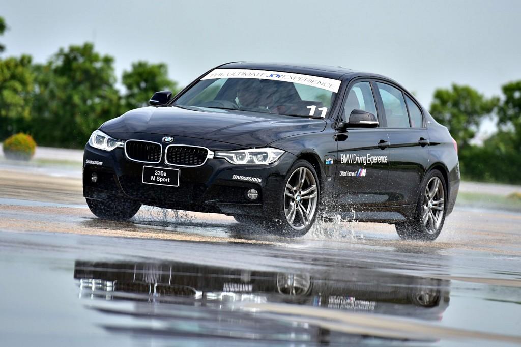 """ลอง บีเอมดับเบิลยู 330 อี เอม สปอร์ท พลัก-อิน ไฮบริด สัมผัสประสบการณ์ """"BMW Driving Experience 2017"""""""