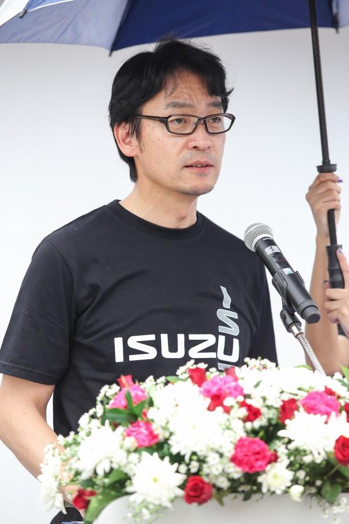 มร.โทชิอากิ มาเอคาวะ กรรมการผู้จัดการ บริษัท ตรีเพชรอีซูซุเซลส์ จำกัด