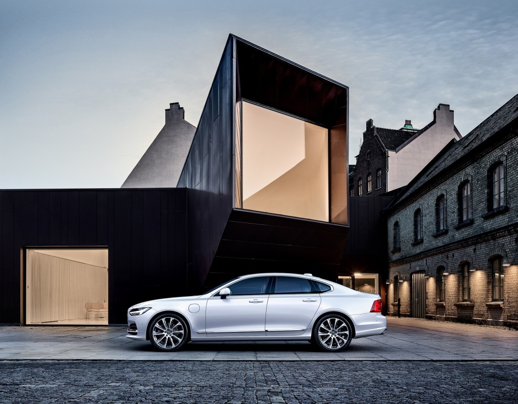 Volvo S90 T8_resize