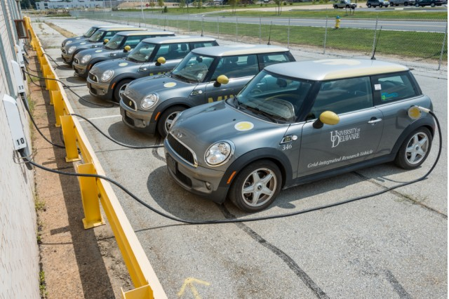 mini-e-electric-cars-used-in-vehicle-to-grid-test-photo-by-university-of-delaware-evan-krape_100487159_m