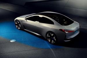BMW i Vision Dynamics เกมรุกสำคัญสู่รถยนต์พลังงานไฟฟ้ายุคหน้าของค่ายใบพัดเครื่องบินสีฟ้าขาว !!