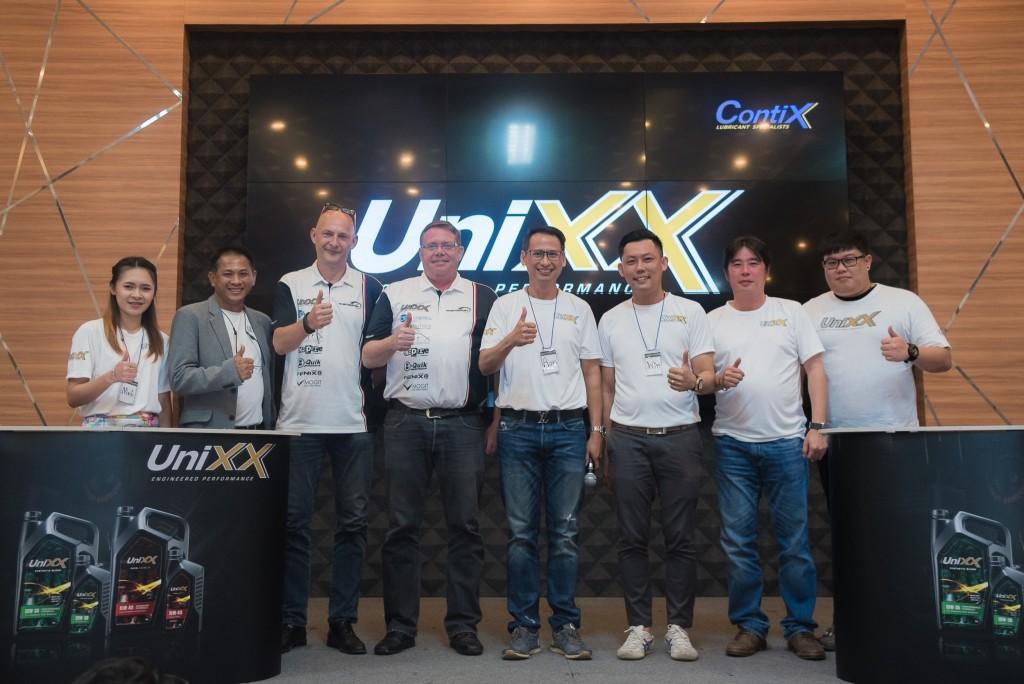 น้ำมันเครื่องยูนิกซ์ ผู้สนับสนุนหลัก ทีม UniXX TR-Motor Sport ในรายการแข่งขันรถยนต์ทางเรียบ Thailand Super Series 2017