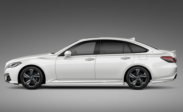 Toyota-Crown-Concept-Tokyo-side-626x383