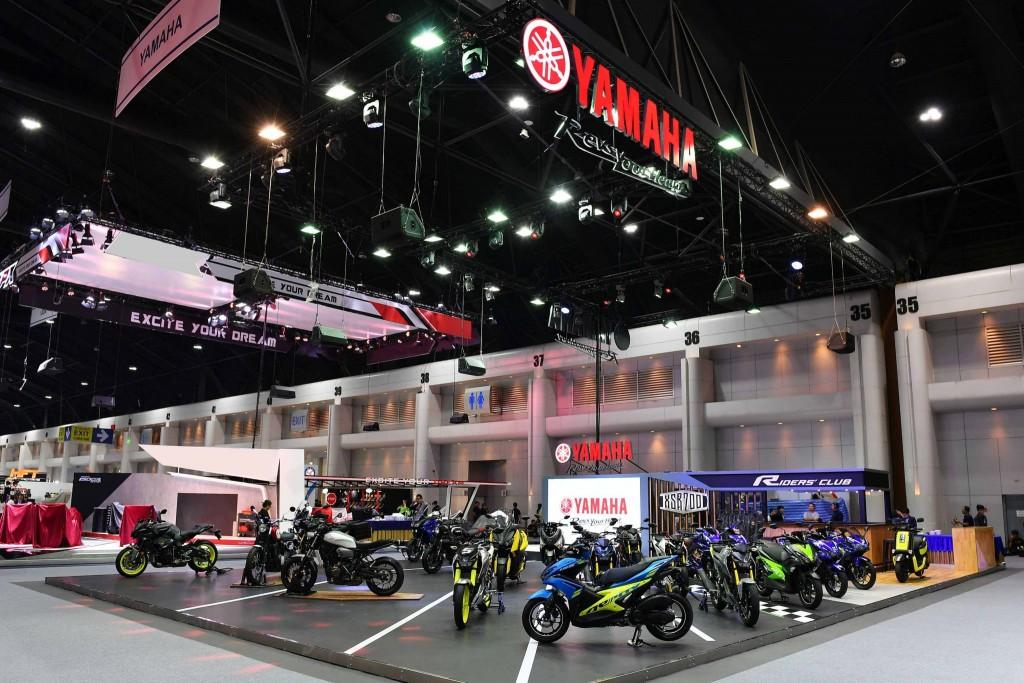 """025 ยามาฮ่า ดึง Johann Zarco นักบิด MotoGP รถใหม่ ที่บูธ """"Yamaha Riders' Community"""" ในงาน Motor Expo 2017"""