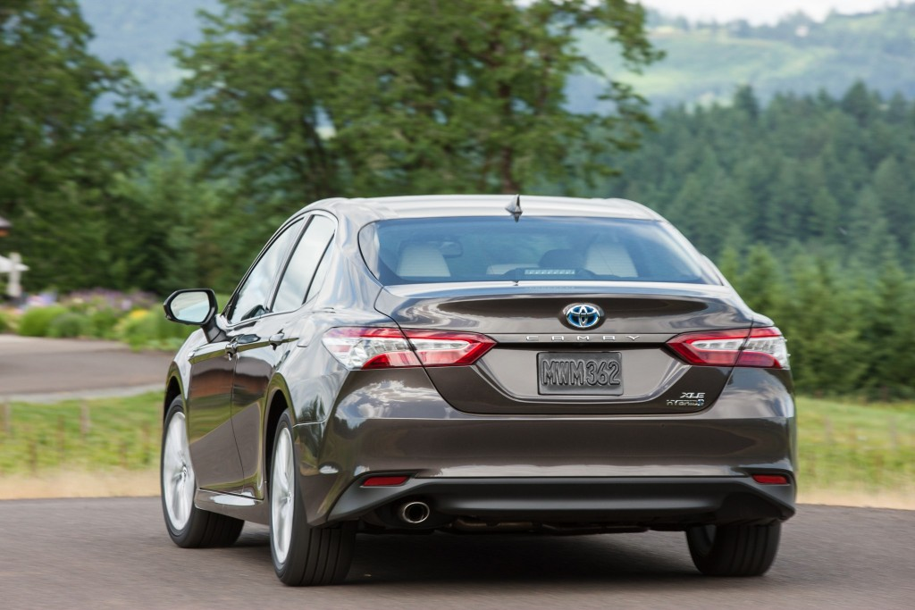 2018-Toyota-Camry-XLE-Hybrid-Rear-View