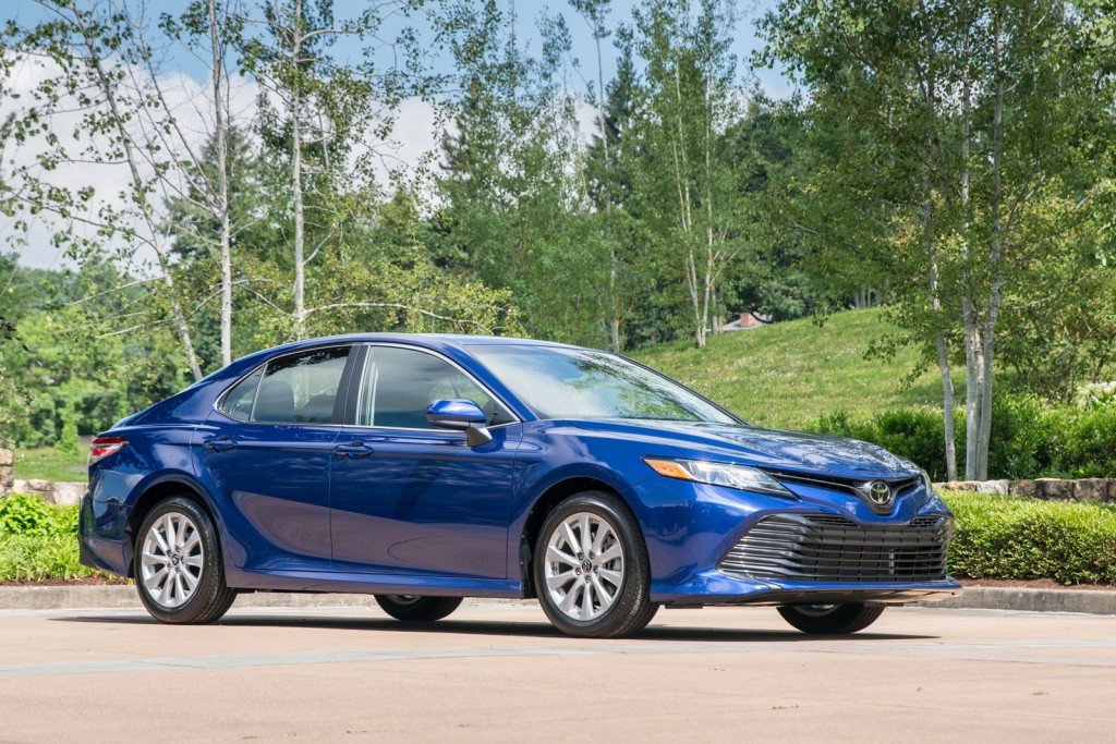 2018-toyota-camry-le-03