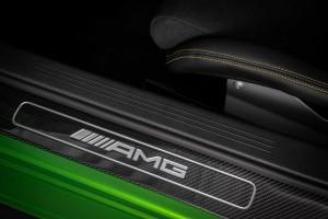 ขีดสุดความแรงจากค่ายดาว 3 แฉก ! Mercedes-AMG GT ดิบสุดขั้วกับรุ่น R หรือ แรง หรู กับรุ่น C !!