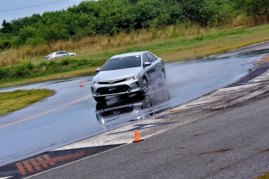 Test Drive_YOKOHAMA ADVAN dB     V552_13