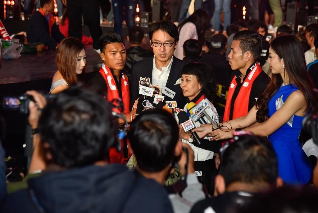 ผู้บริหารอีซูซุให้สัมภาษณ์สื่อมวลชน