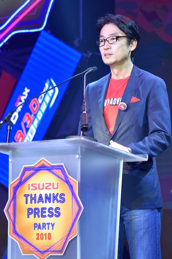มร.โทชิอากิ มาเอคาวะ  กรรมการผู้จัดการ บ. ตรีเพชรอีซูซุเซลส์ จำกัด