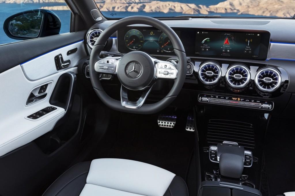 Mercedes-Benz-A-Class-2019-1600-2f