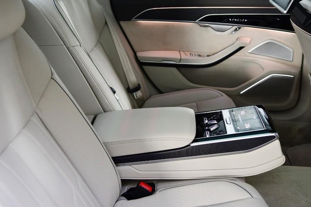 Audi A8 L 012