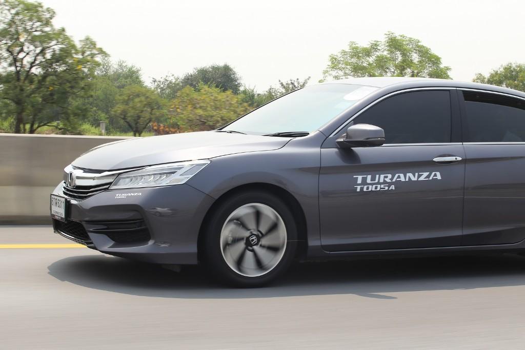 """11. บรรยากาศในการทดสอบยางรถยนต์ """"TURANZA T005A"""""""