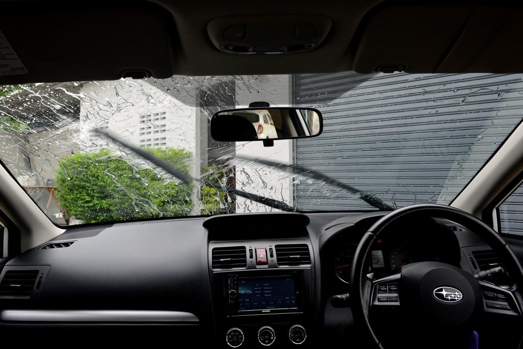 เปลี่ยนใบปัด พร้อมเคลือบกระจก เจออีกกี่ฝน ก็ไม่หวั่น !