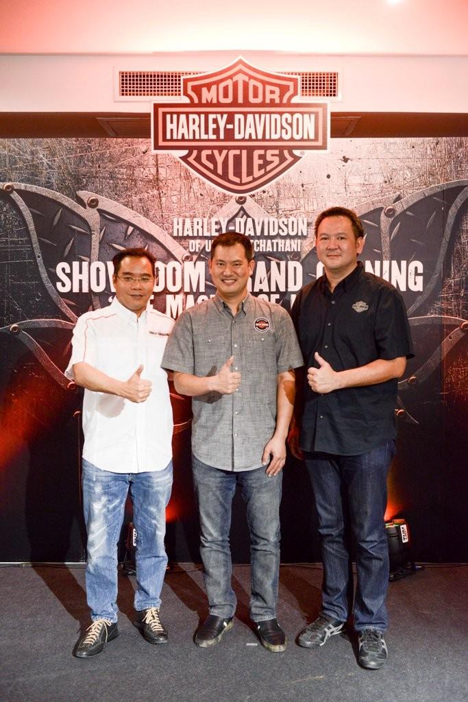 ธนบดี กุลทล ผู้จัดการประจำประเทศไทย ฮาร์ลีย์-เดวิดสัน (กลาง)