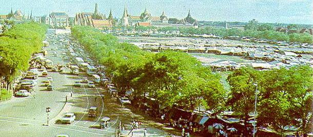 ตลาดนัดสนามหลวง ก่อนจะย้ายไปที่ตลาดนัดสวนจตุจักรในปี 2525